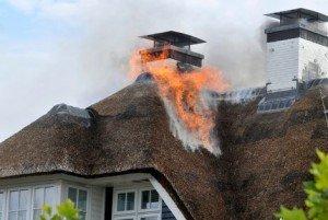 Brand rieten dak