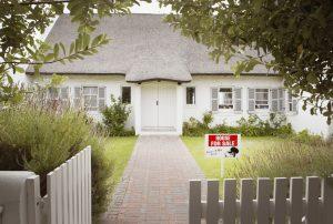 Huis-rieten-dak-kopen